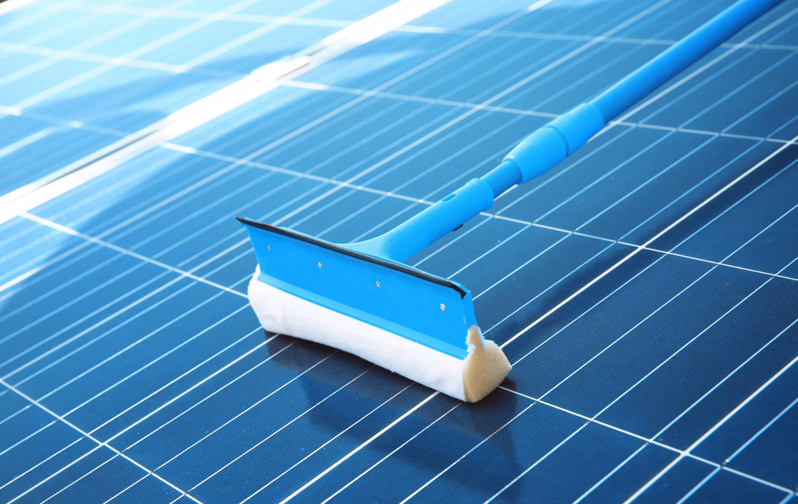 Best ways to clean solar panels on your home